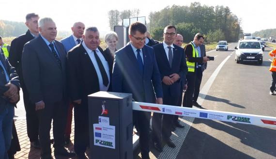 Oddano całkowicie przebudowany odcinek drogi do Łap - Fot. Wojciech Szubzda