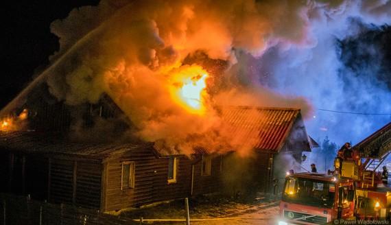 Pożar obiektu hotelowego w Kisielnicy koło Łomży, fot. Paweł Wądołowski