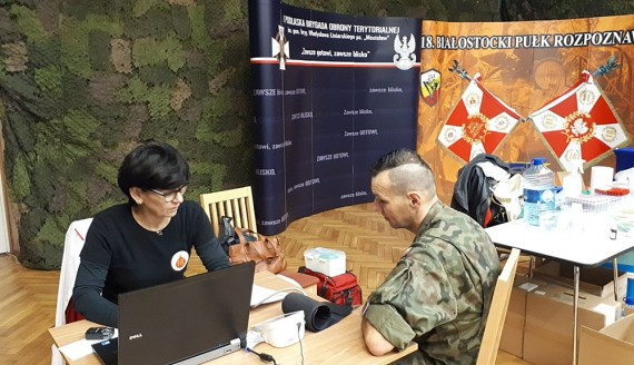 Żołnierze WOT z Białegostoku zorganizowali zbiórkę krwi, fot. Wojciech Szubzda