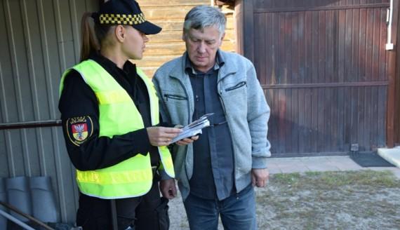 Strażnicy miejscy informują o konsekwencjach palenia śmieciami, źródło: www.bialystok.pl