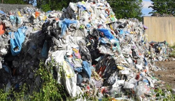 Blisko 100 ton śmieci we wsi Rybaki – mieszkańcy protestują, fot. Krzysztof Pochodowicz
