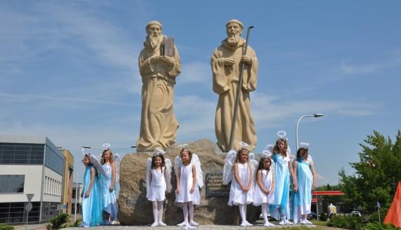 Z okazji 300-lecia Suwałk odsłonięto rzeźby świętych patronów miasta, fot. Irena Poczobut