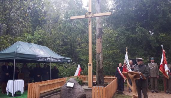 Poświęcenie nowego krzyża na mogile Powstańców Styczniowych k. Królowego Mostu, fot. Edyta Wołosik