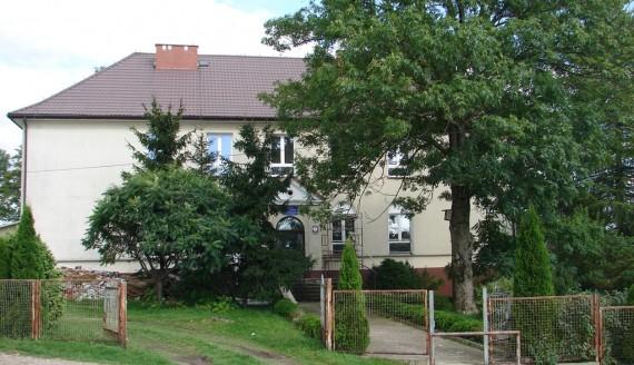 Budynek wygaszonej szkoły podstawowej w Sławcu, fot. Adam Dąbrowski