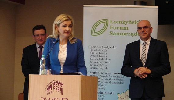 Ponad 60 samorządowców i przedsiębiorców przyjechało do Łomży na forum gospodarcze, fot. Adam Dąbrowski