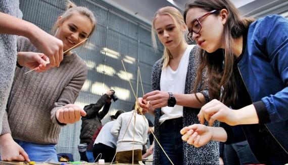 Marshmallow Challenge na Politechnice Białostockiej, fot. Sylwia Krassowska