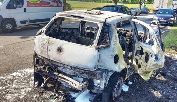 Pożar samochodu w okolicy Marianowa, fot. Paweł Wądołowski