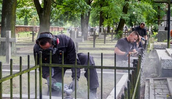 Rekonstruktorzy Stowarzyszenia Grupa Wschód przy pracy, fot. Monika Kalicka