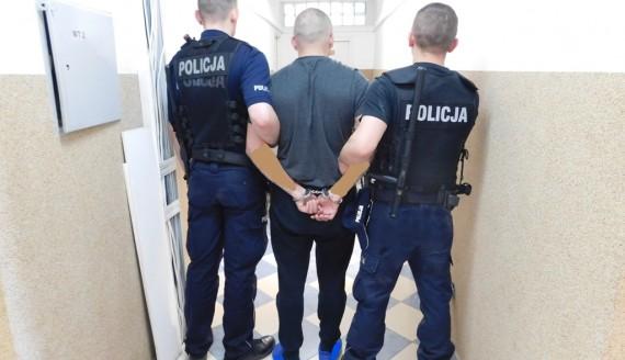 Jeden ze sprawców napadu na bank w Zambrowie zatrzymany, źródło: http://www.zambrow.policja.gov.pl
