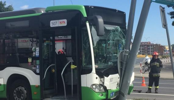 15 osób jadących autobusem ucierpiało w wypadku w centrum Białegostoku, fot. Marcin Mazewski