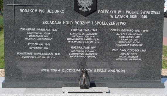 W Jeziorku odsłonięto pomnik upamiętniający ofiary II wojny światowej, fot. Adam Dąbrowski