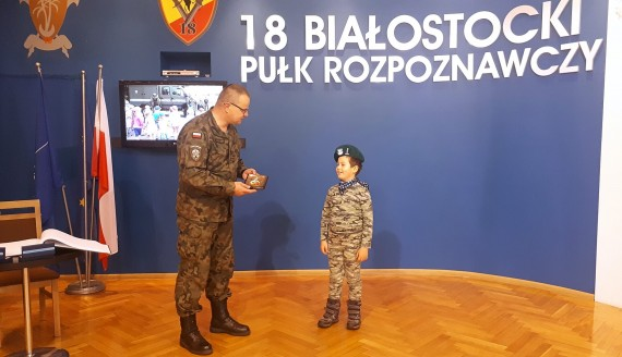7-latek kieruje przez jeden dzień kompanią 18. Białostockiego Pułku Rozpoznawczego, fot. Wojciech Szubzda