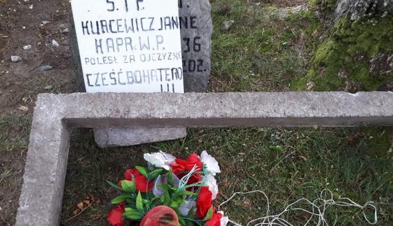 Tablica poświęcona poległemu bohaterowi w Narwi - Fot. Dorota Sokołowska