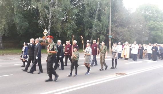 Kilkaset osób przeszło ulicami Białegostoku w procesji z relikwiami bł. ks. Michała Sopoćki - relacja Olgi Gordiejew