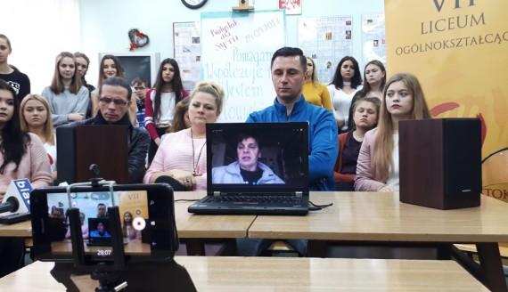 Akcja Białystok dla Syrii - Janina Ochojska z PAH i młodzież z VII LO w Białymstoku, fot. Ryszard Minko