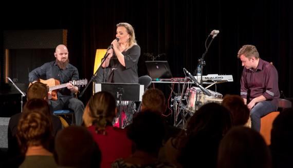 Koncert live Magdaleny Pietruczak z zespołem, fot. Monika Kalicka