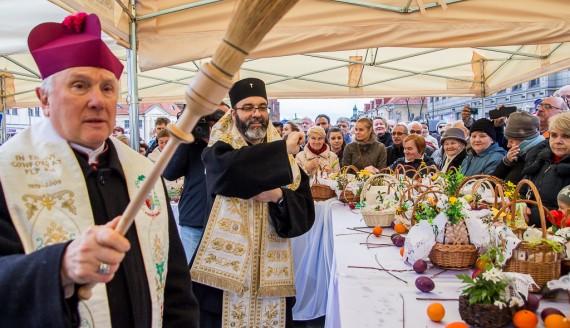Ekumeniczne święcenie pokarmów na Rynku Kościuszki, fot. Joanna Żemojda