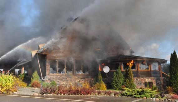 Pożar zajazdu w Krzywem, fot. Irena Poczobut
