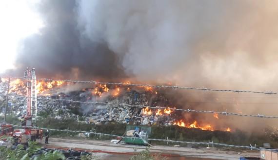 Pożar wysypiska śmieci w Studziankach, fot. Ryszard Minko