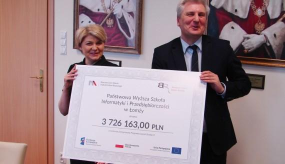 Państwowa Wyższa Szkoła Informatyki i Przedsiębiorczości w Łomży dostała pieniądze z Ministerstwa Nauki i Szkolnictwa Wyższego, fot. Adam Dąbrowski
