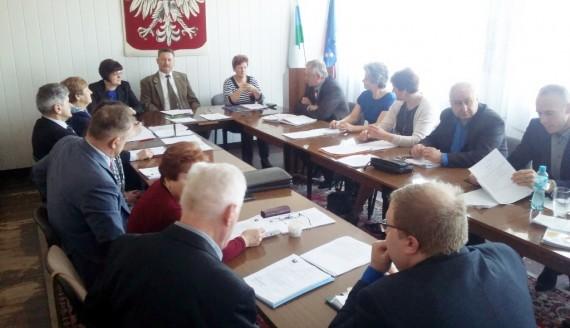 Sesja rady gminy w Narewce, 27.03.2017, fot. Michał Stepaniuk