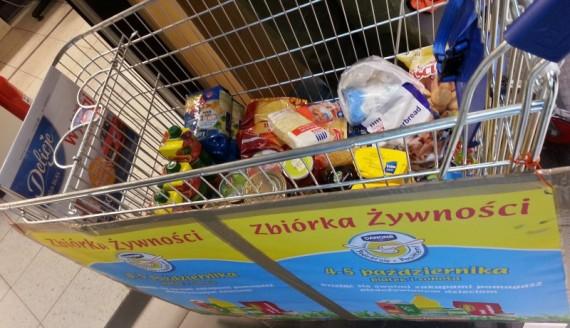 Zbiórka żywności, foto Paweł Wądołowski