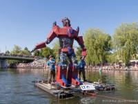 Transformer Optimus, XX Mistrzostwa Polski w Pływaniu na Byle Czym, fot. Joanna Żemojda