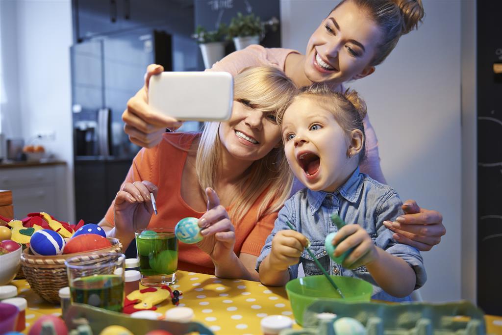 0f122d96b2 Na Wielkanoc młodzi są offline i cieszą się rodzinnymi chwilami