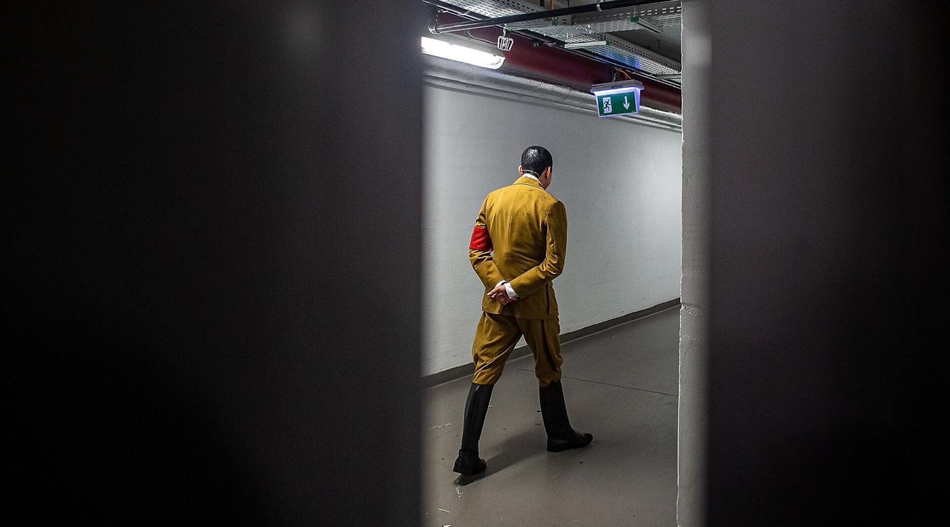 """""""Wrócił"""", fot. Przemysław Jendroska, Timur Vermes """"On wrócił"""", reż. Robert Talarczyk, Teatr Śląski im. St. Wyspiańskiego w Katowicach, 2020, źródło: mat. pras."""
