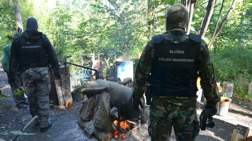 Podlaska KAS zlikwidowała leśną bimbrownię - fot. Podlaska KAS