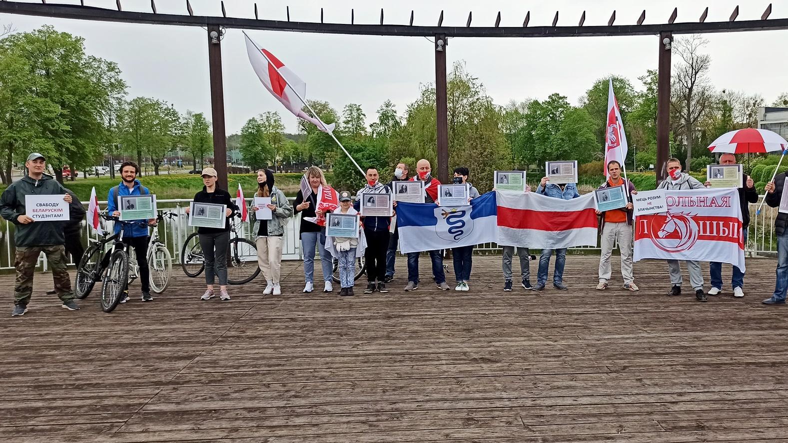 Białorusini zorganizowali przejazd rowerowy ulicami Białegostoku, by zwrócić uwagę na represje w ich kraju, fot. Źmicier Kościn