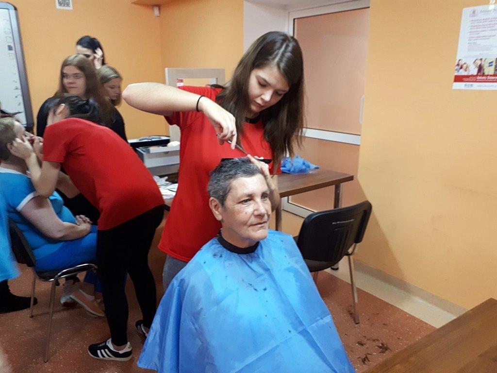 Nowa Fryzura I Piękny Makijaż Metamorfozy Pacjentów