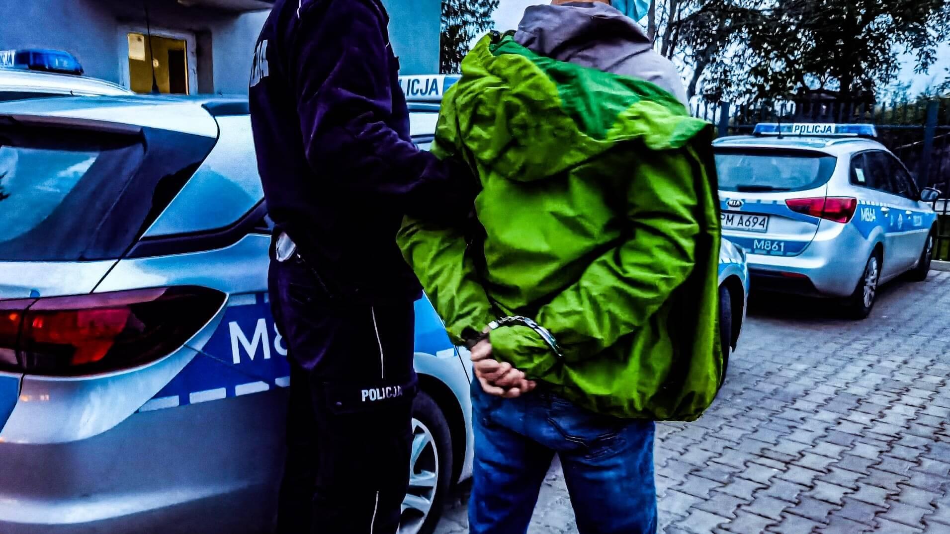 Zatrzymanie samochodu z nielegalnymi migrantami w Siemiatyczach, fot. KPP w Siemiatyczach