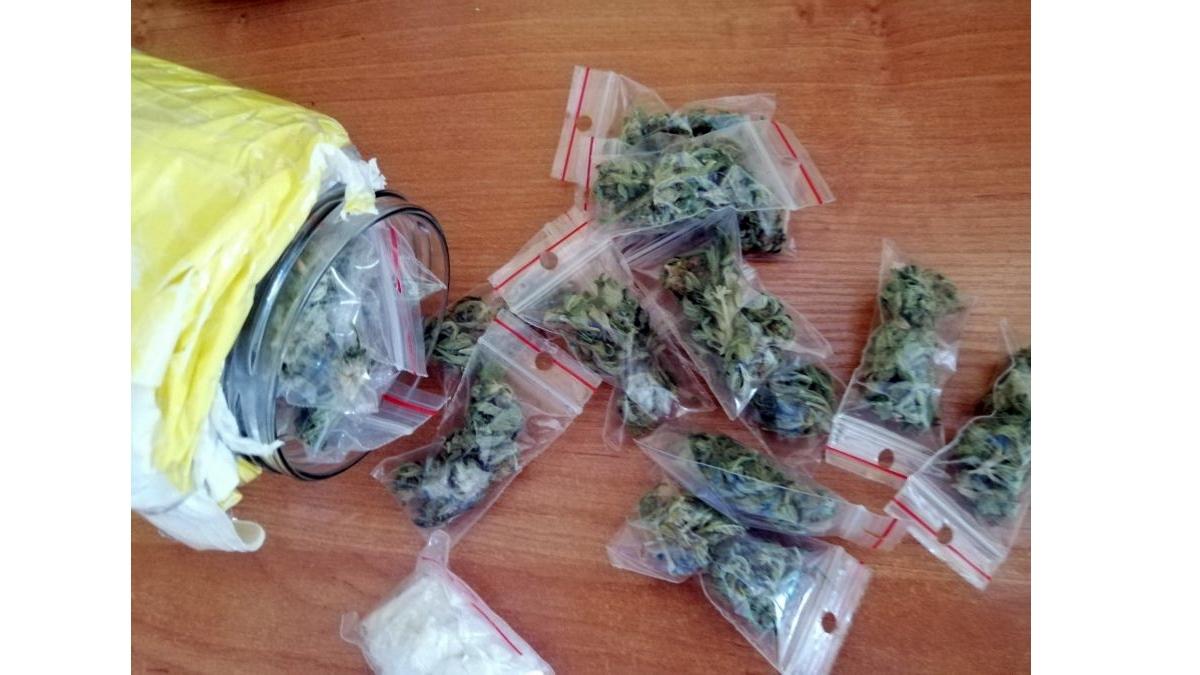 Narkotyki - rodzaje, objawy, skutki