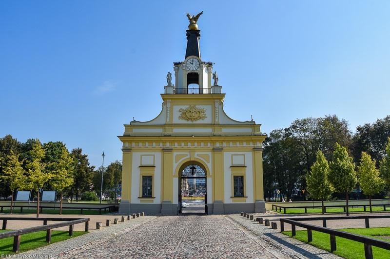Serwis turystyczny | Brama Pałacu Branickich - 300-letni zegar i centrum  informacyjne w jednym