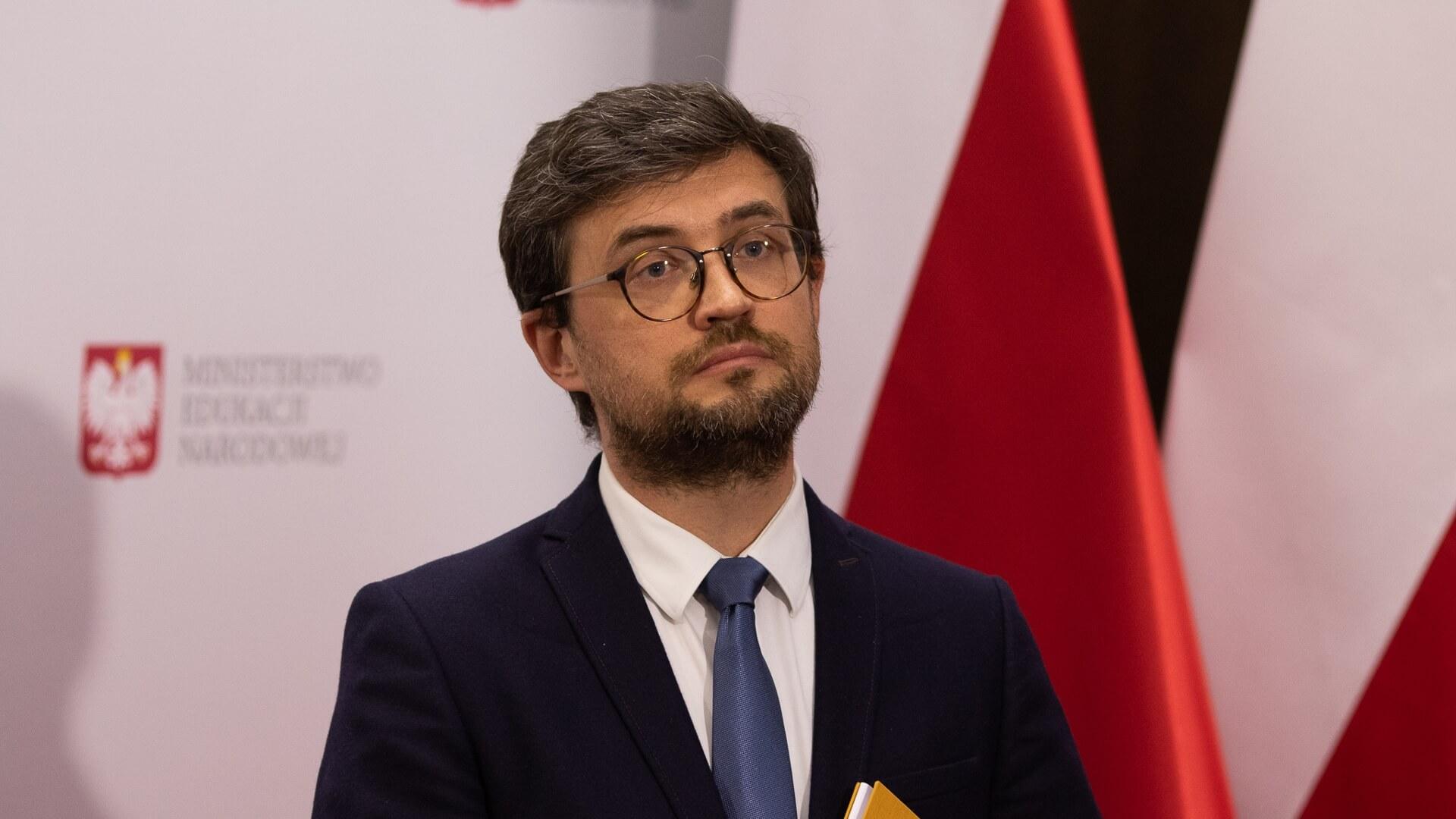 Marcin Smolik, Konferencja MEN na temat wyników egzaminu maturalnego 2020 w sesji głównej, źródło: www.gov.pl