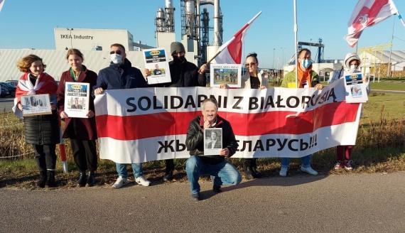 Protest Białorusinów przed zakładem IKEA w gminie Orla, fot. Marek Zabrocki