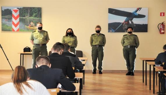 Kilkadziesiąt osób przystąpiło do kolejnego etapu rekrutacji do pracy w POSG, źródło: Podlaski Oddział Straży Granicznej