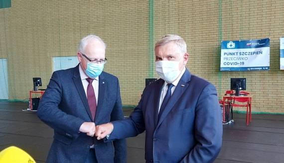 Profesor Robert Flisiak i prezydent Tadeusz Truskolaski, fot. Renata Reda