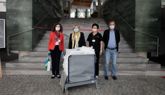 Ponad 200 fartuchów ochronnych od OiFP dla augustowskiego szpitala, źródło: OiFP