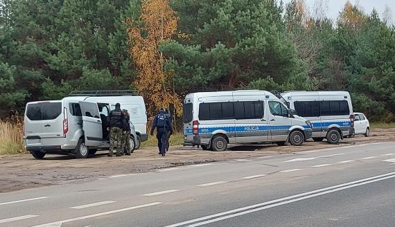 Zatrzymanie nielegalnych migrantów po policyjnym pościgu na ul. 42 Pułku Piechoty w Białymstoku, fot. Grzegorz Pilat