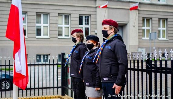 Uroczyste podniesienie flagi państwowej przy Komendzie Białostockiej Chorągwi ZHP, fot. Sylwia Krassowska