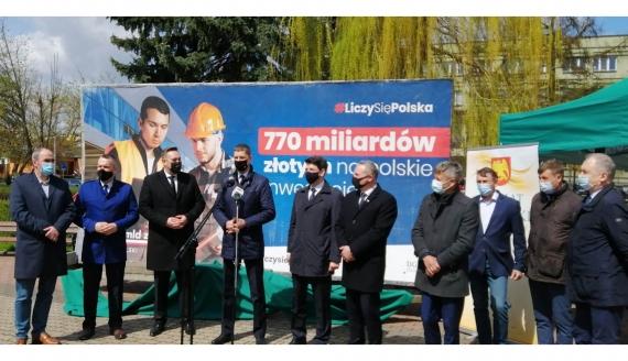 Podlascy parlamentarzyści i samorządowcy promowali w Sokółce Krajowy Plan Odbudowy, fot. Marcin Gliński