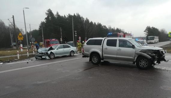 Wypadek w pobliżu miejscowości Osowiec-Twierdza - dwie osoby trafiły do szpitala, źródło: Podlaska Policja