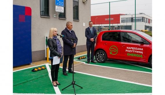 Przy ZS Mechanicznych w Białymstoku zamontowano stację ładowania pojazdów elektrycznych - Fot. Dawid Gromadzki/UM Białystok