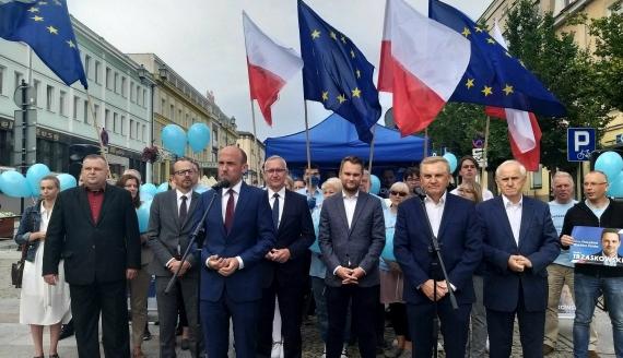 Borys Budka namawiał w Białymstoku do głosowania, w II turze wyborów prezydenckich, na Rafała Trzaskowskiego - fot. Edyta Wołosik