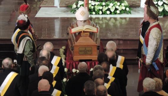 Trumna bpa Stanisława Stefanka dotarła do katedry, fot. Adam Dąbrowski