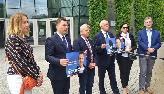 Radni KO podlaskiego sejmiku zachęcają do głosowania na Rafała Trzaskowskiego, fot. Wojciech Szubzda