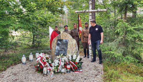 W miejscowości Łacha odsłonięto tablicę upamiętniającą Bronisława Chrzanowskiego, fot. Paweł Wądołowski