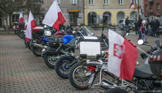 Łomżyńscy motocykliści świętowali 11 listopada z piskiem opon, fot. Paweł Wądołowski